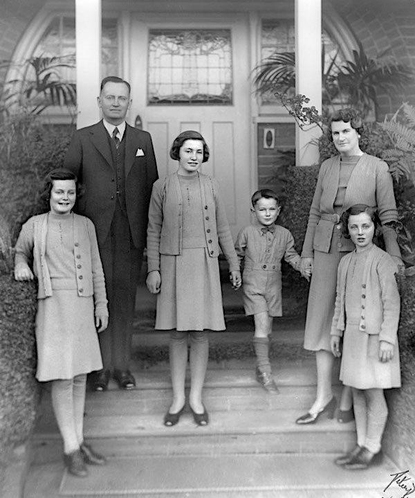 frank forde and family 1940 (600)